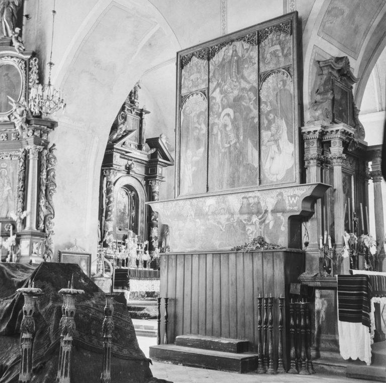 Tryptyk w kościele