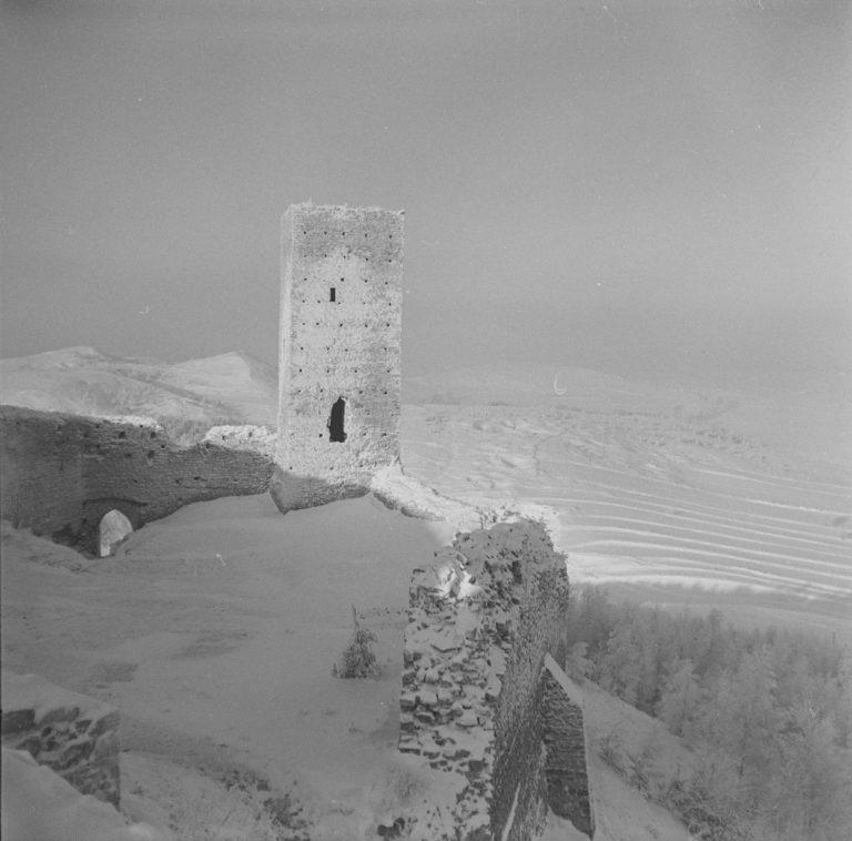 Widok z chęcińskiego zamku w zimie