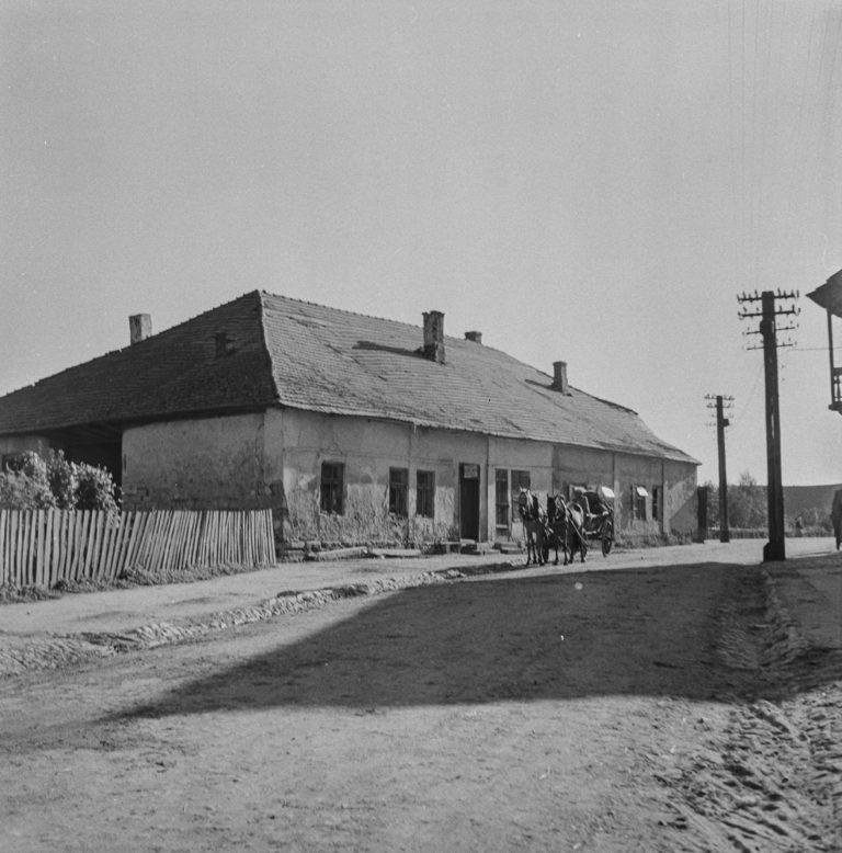 Dom na rogu rynku od strony ulicy