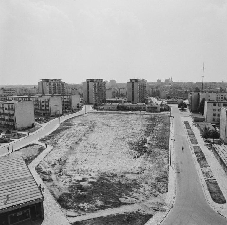 Osiedle XV – lecia 1. Wieżowce 2. Szkoła 3. Różne