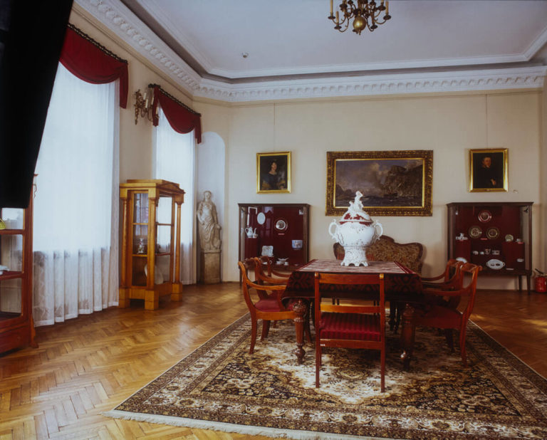 Muzeum Historyczno-Archeologiczne Dział porcelany ćmielowskie