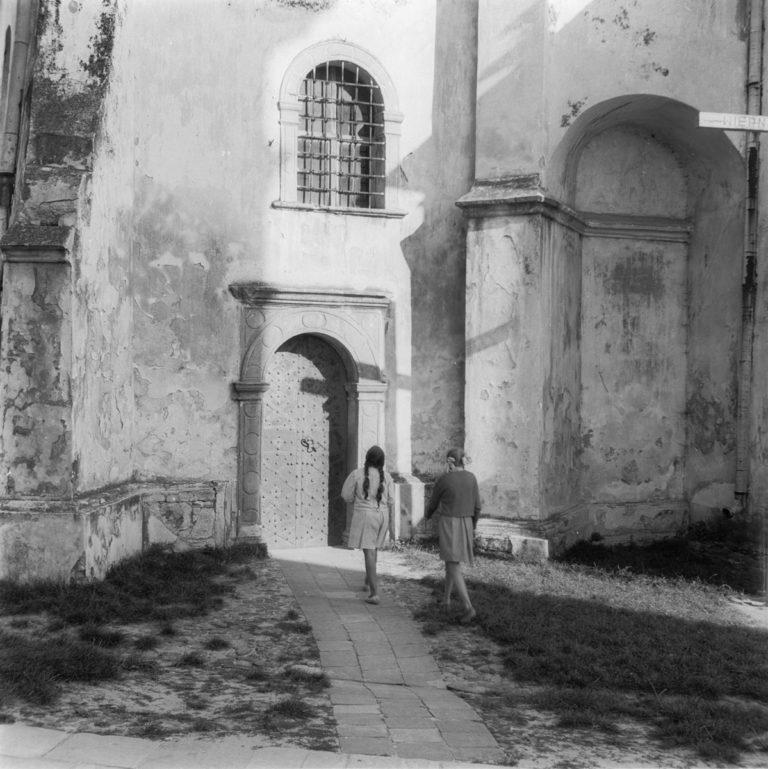 Portal do kościoła par.