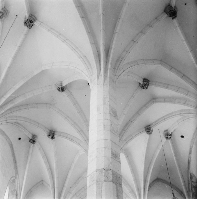 Sklepienia spod chóru symetrycznie