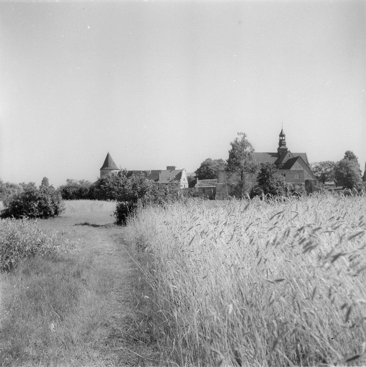 Widok na klasztor od strony rzeki