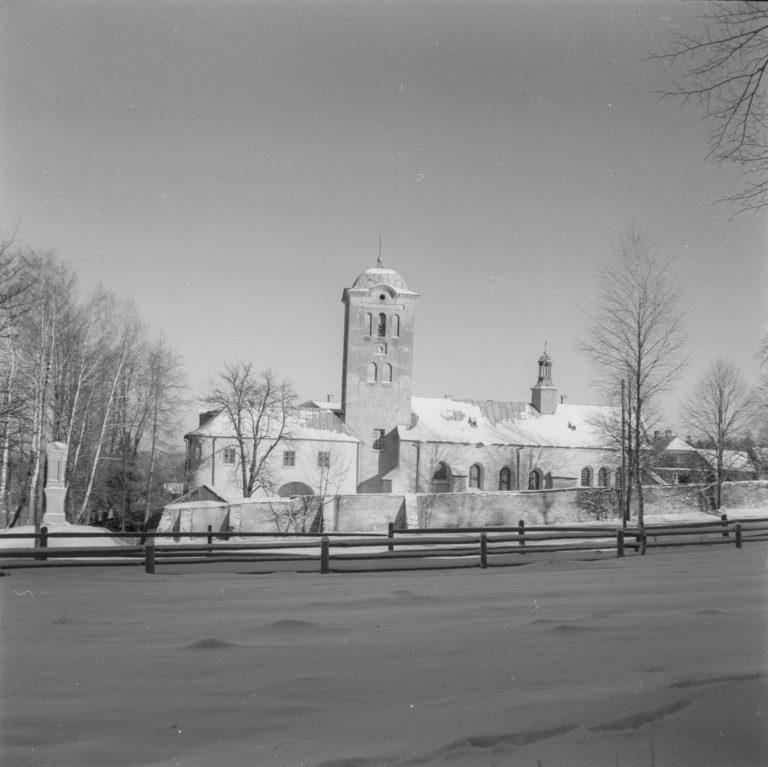 Klasztor w zimie