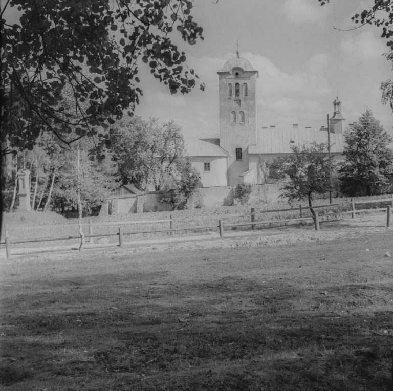 Klasztor od strony lasu